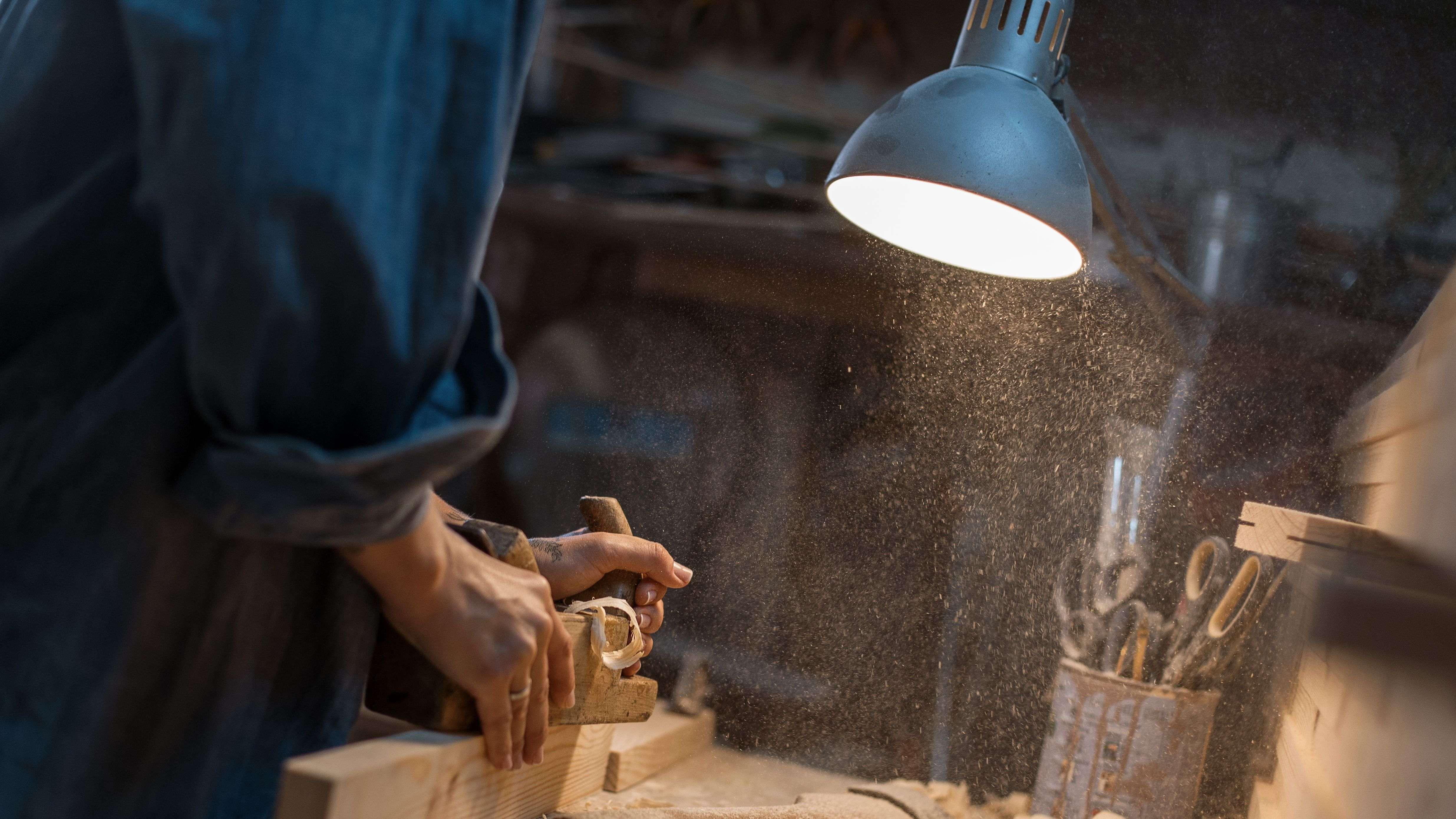 Come scegliere una lampada da lavoro