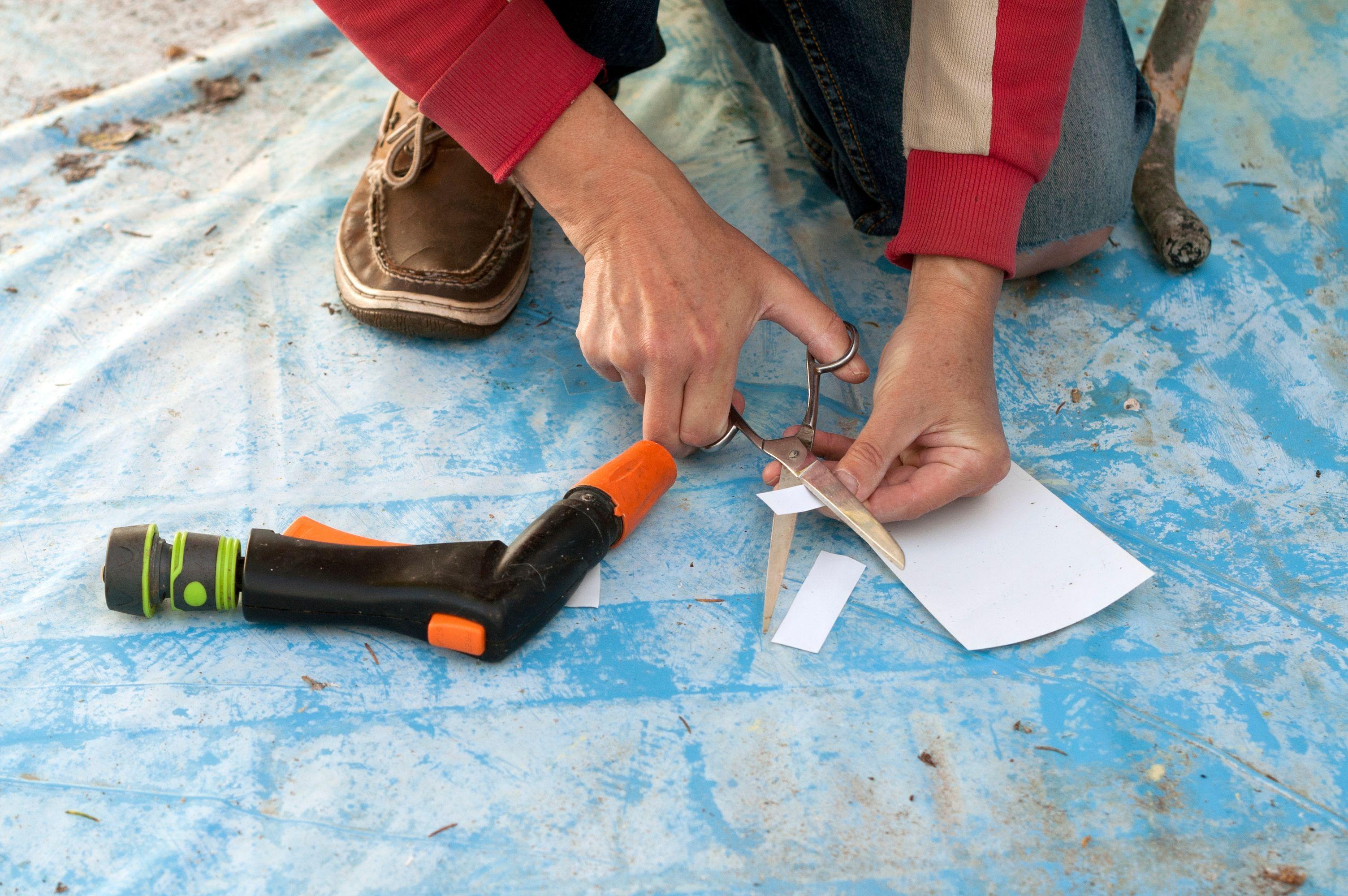 Come riparare il liner strappato della piscina