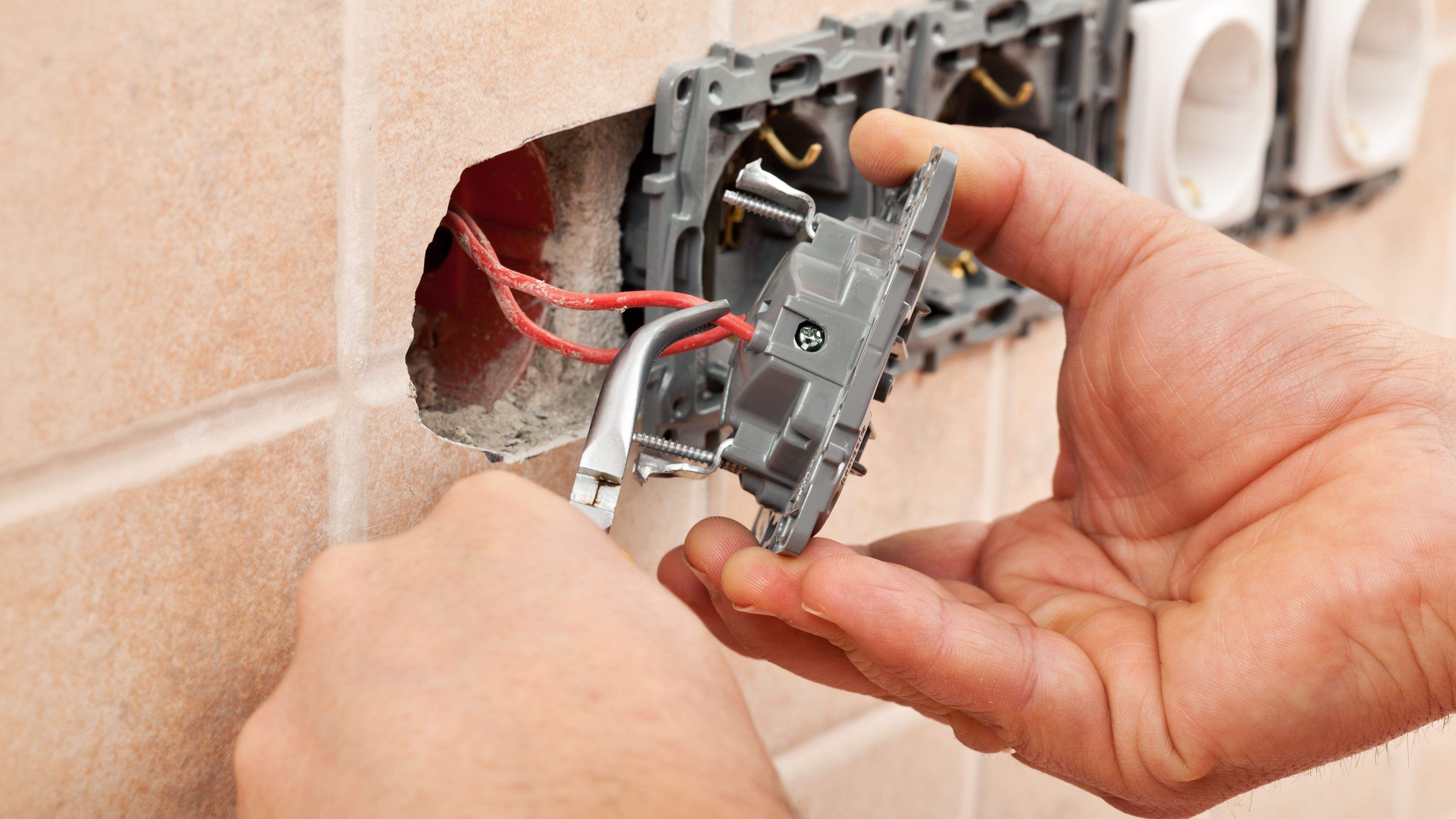 Comment changer  une prise électrique