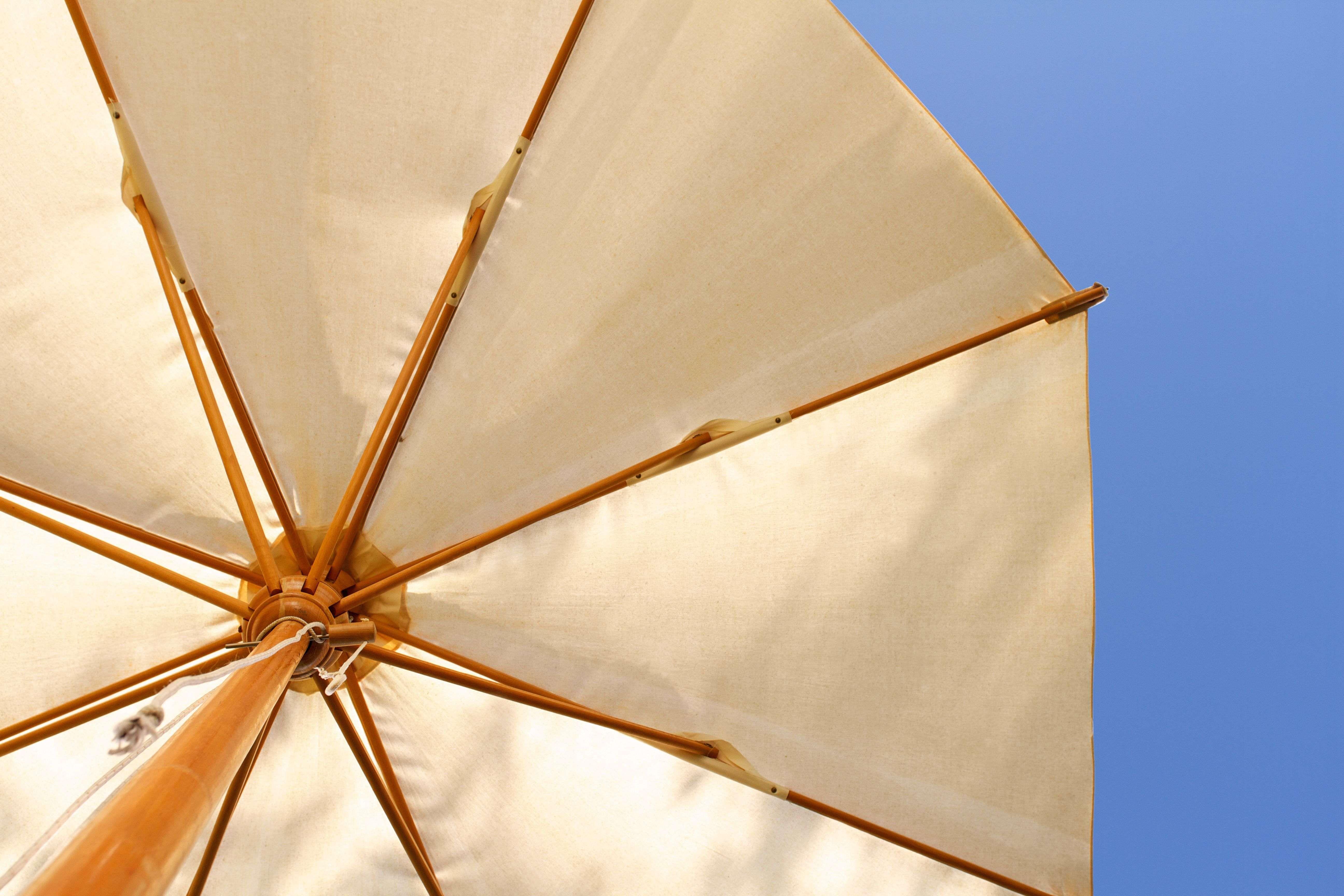 Cómo elegir un parasol o un cenador