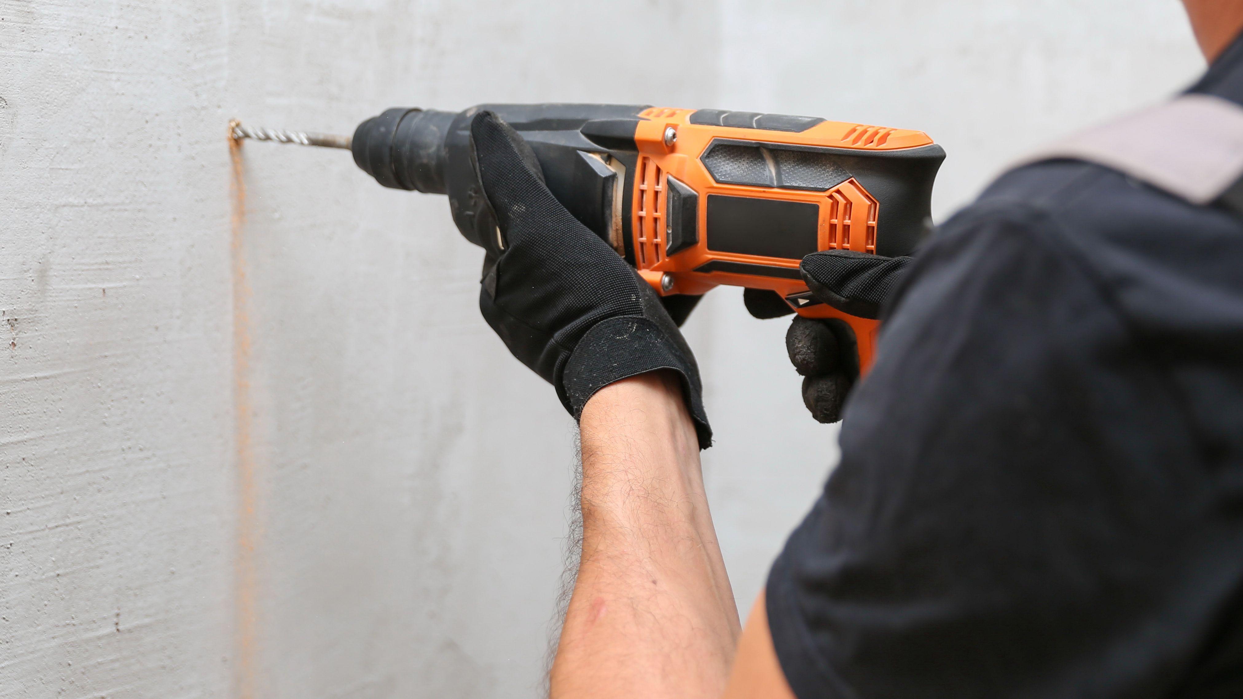 Come fissare uno scaldacqua elettrico al muro