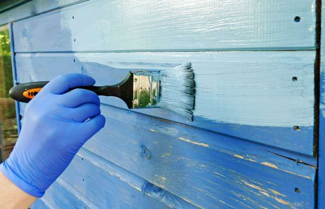 So finden Sie die richtige Holzfarbe für den Außenbereich