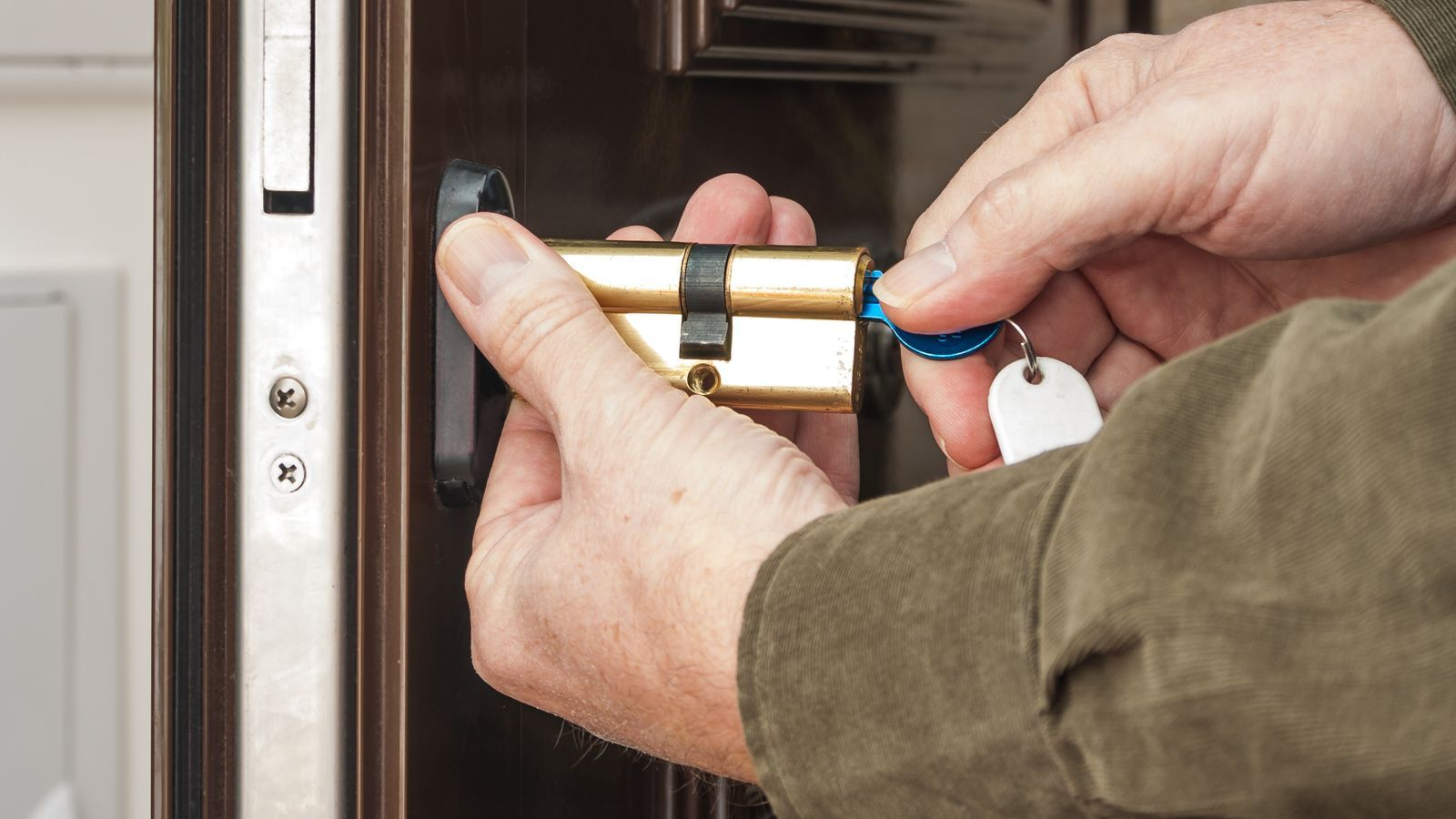 Come sostituire un cilindro per serratura