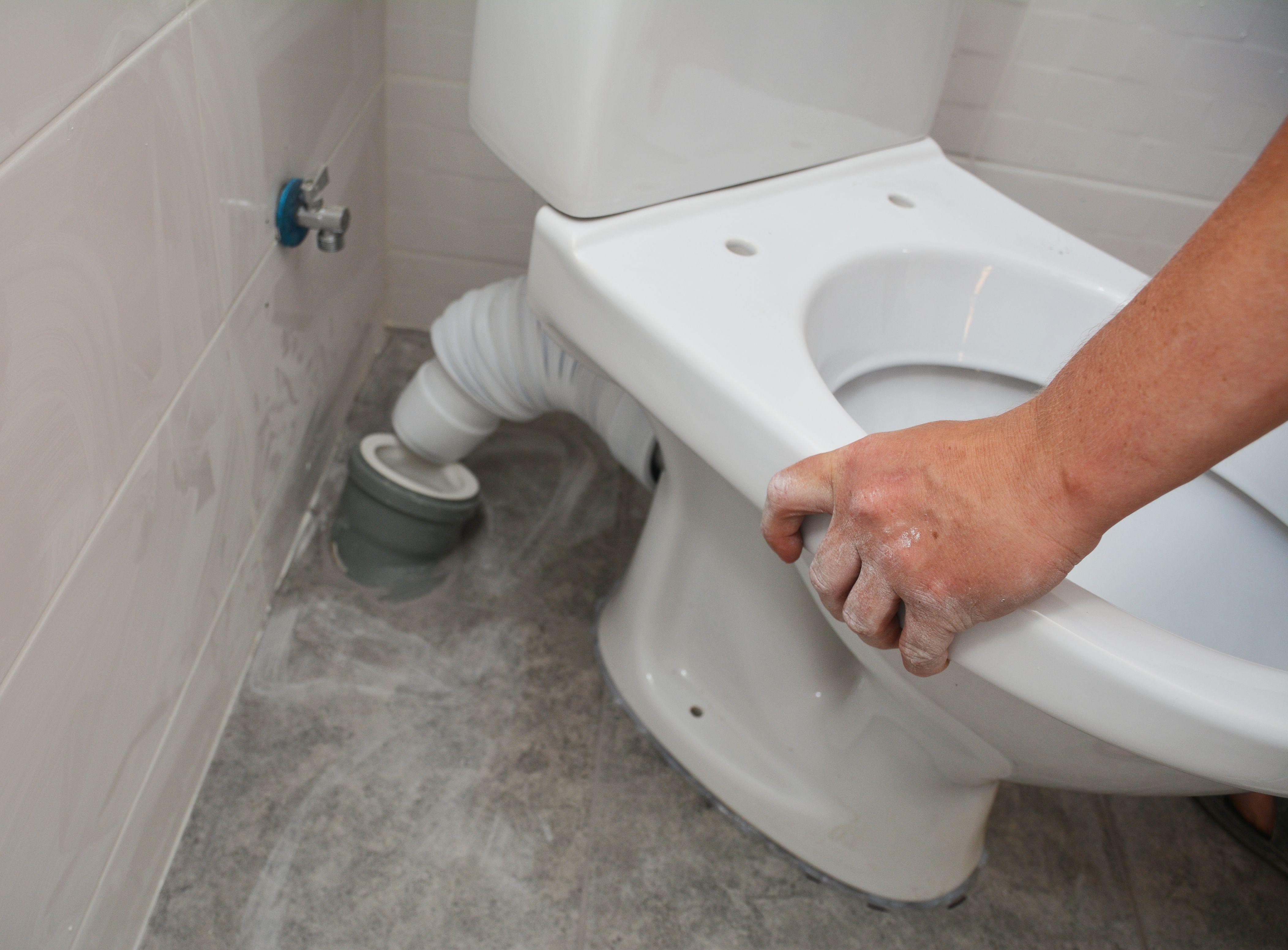 Comment installer un sanibroyeur sur un WC