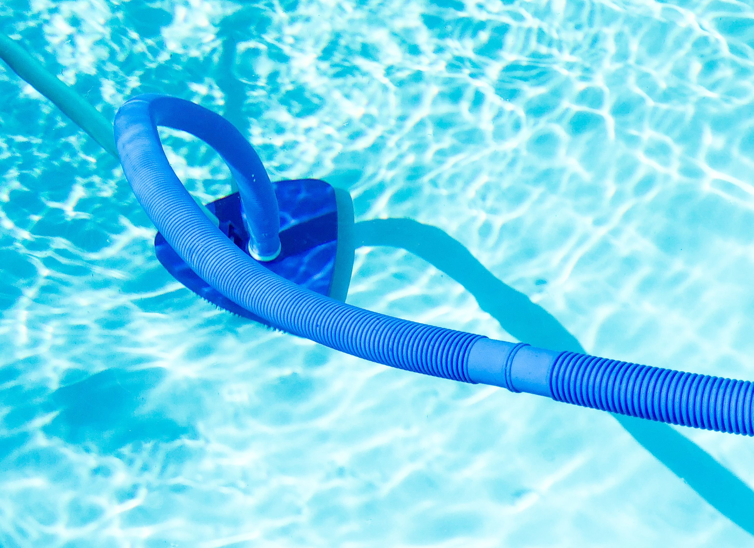 Comment choisir un aspirateur de piscine