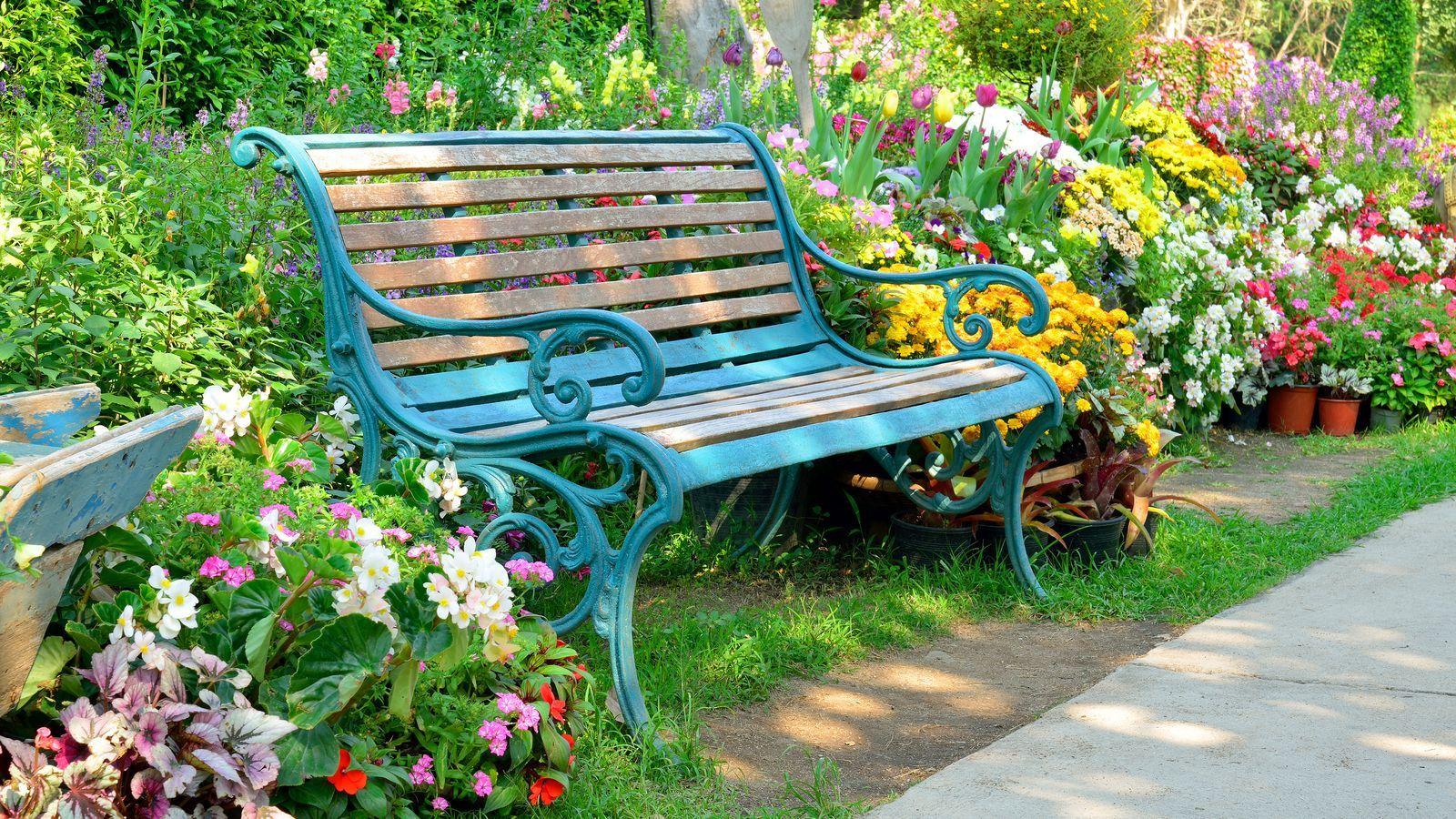 Come scegliere una panchina da giardino