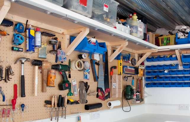 Cómo elegir ganchos y soportes para ordenar el taller