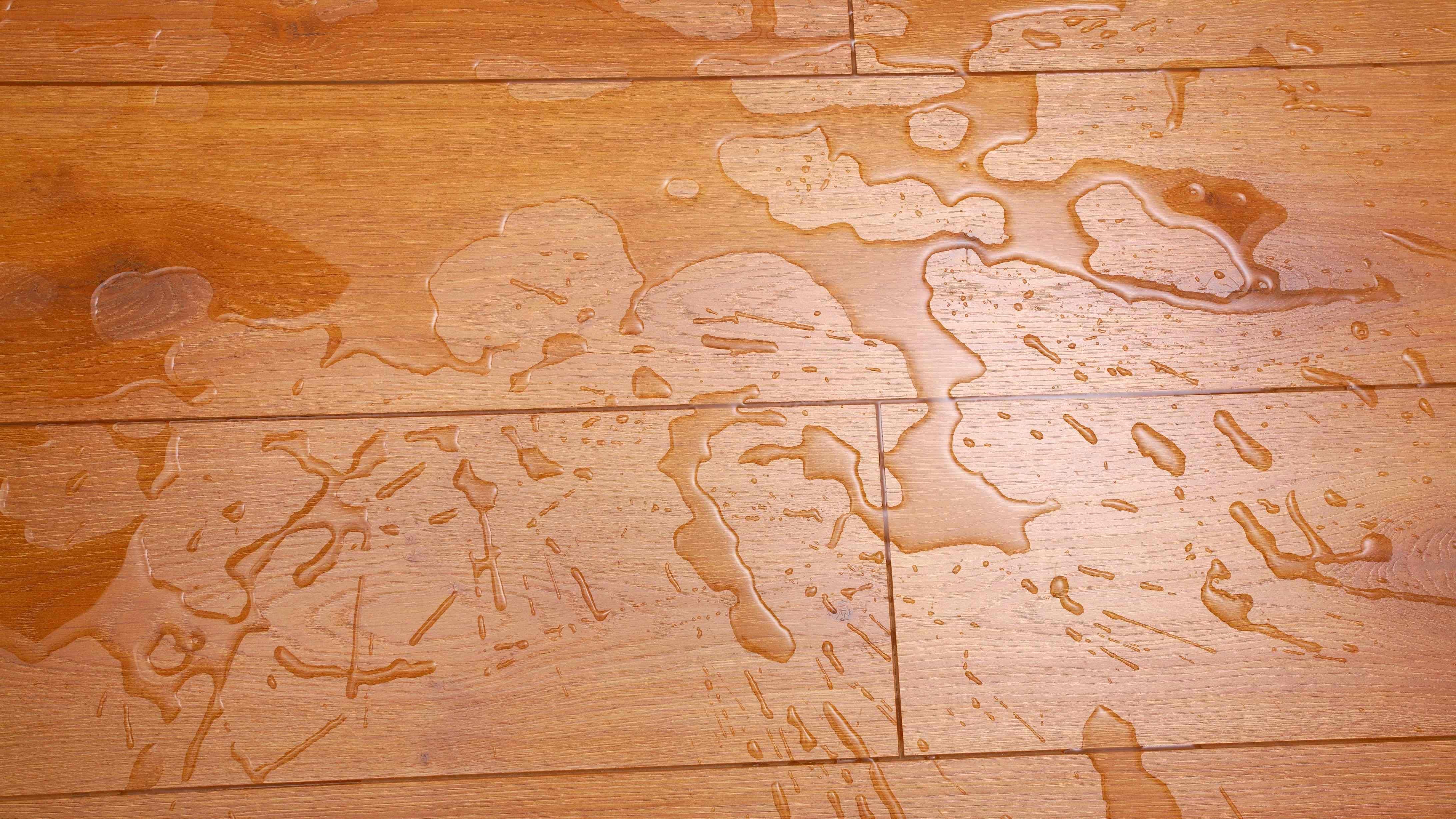 Revêtements de sols stratifiés pour pièces humides