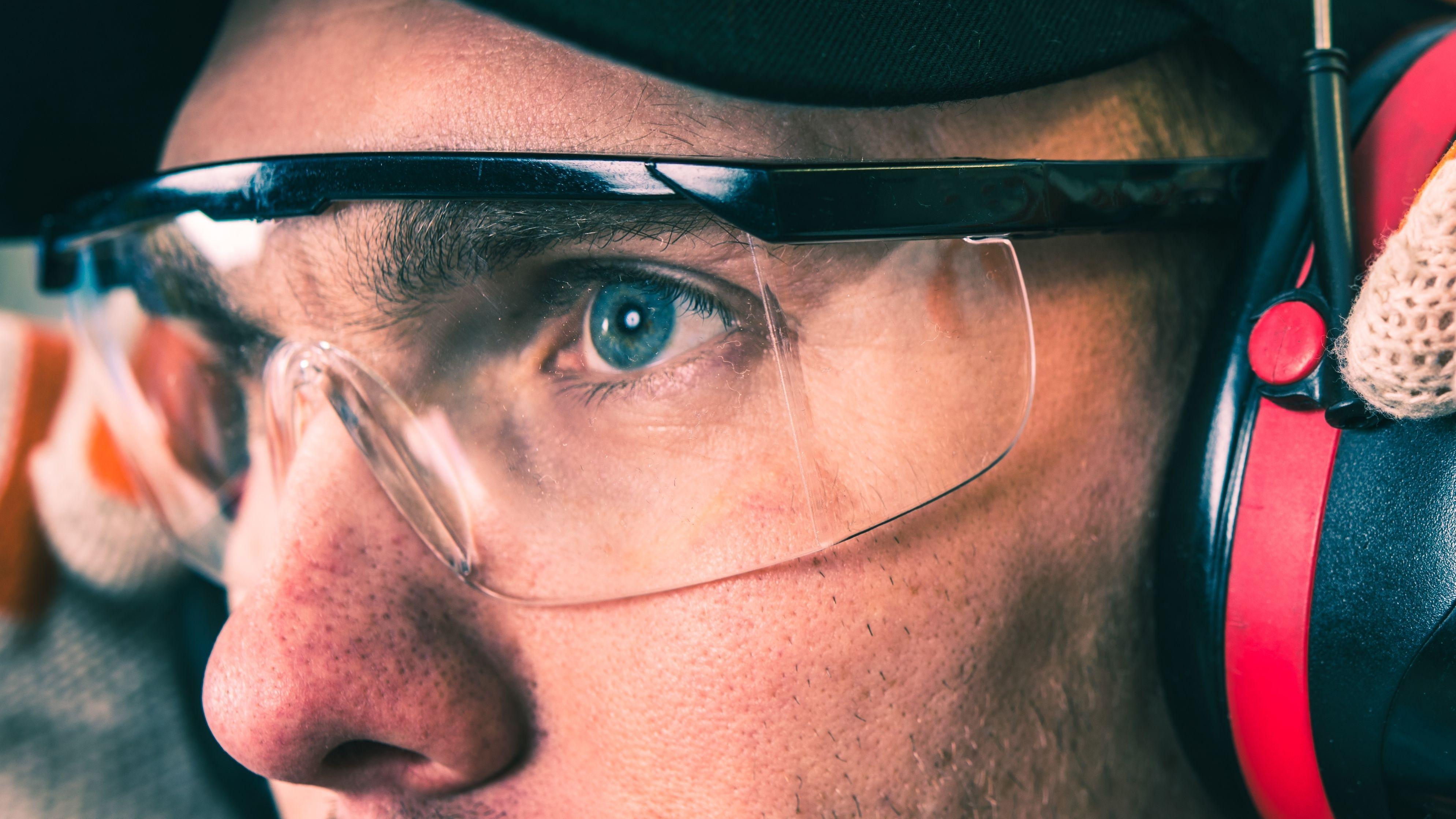 Come scegliere gli occhiali di protezione