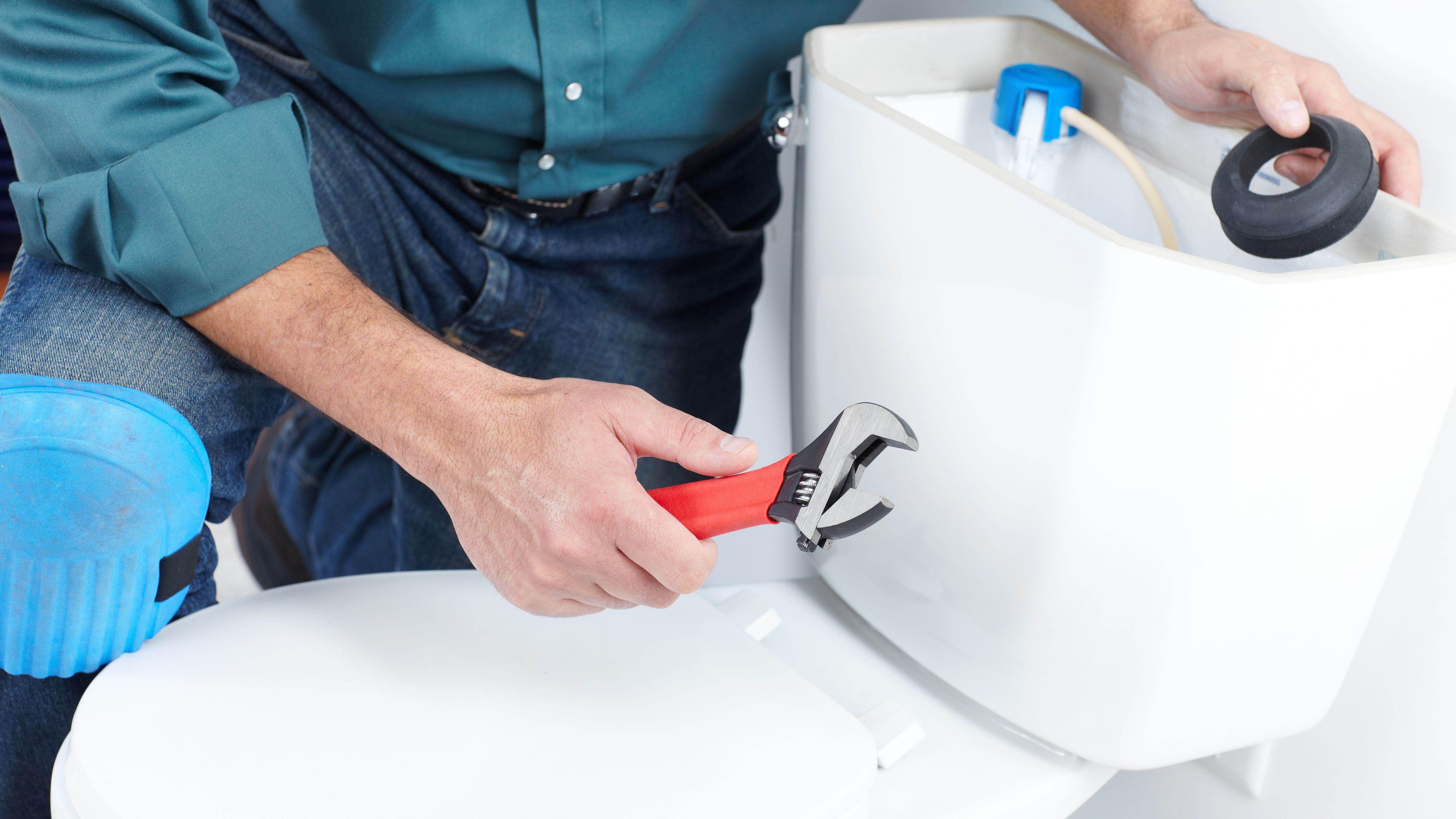 Come sostituire  uno sciacquone o il meccanismo di scarico del WC