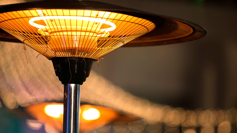 Comparatif  des parasols chauffant à gaz et électrique