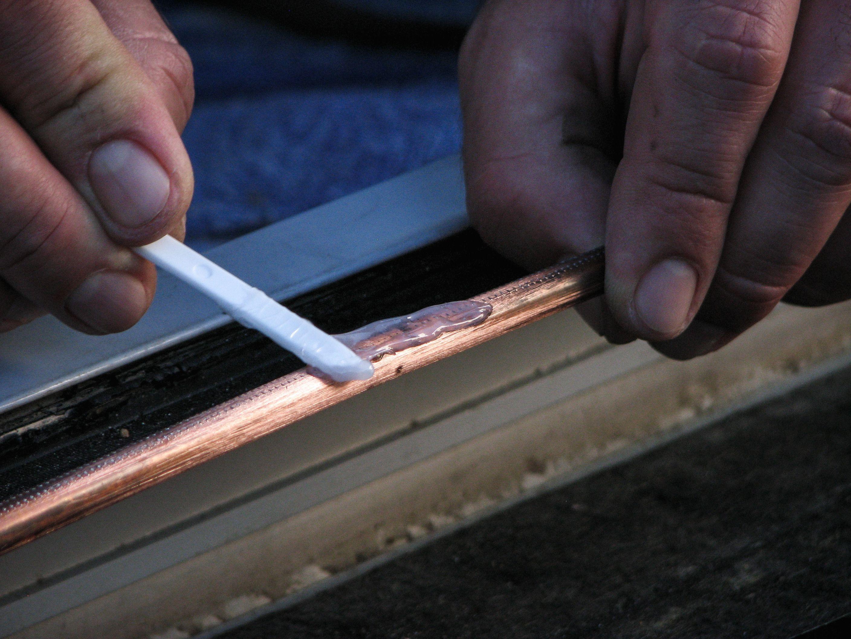 Comment réparer un tuyau de cuivre percé