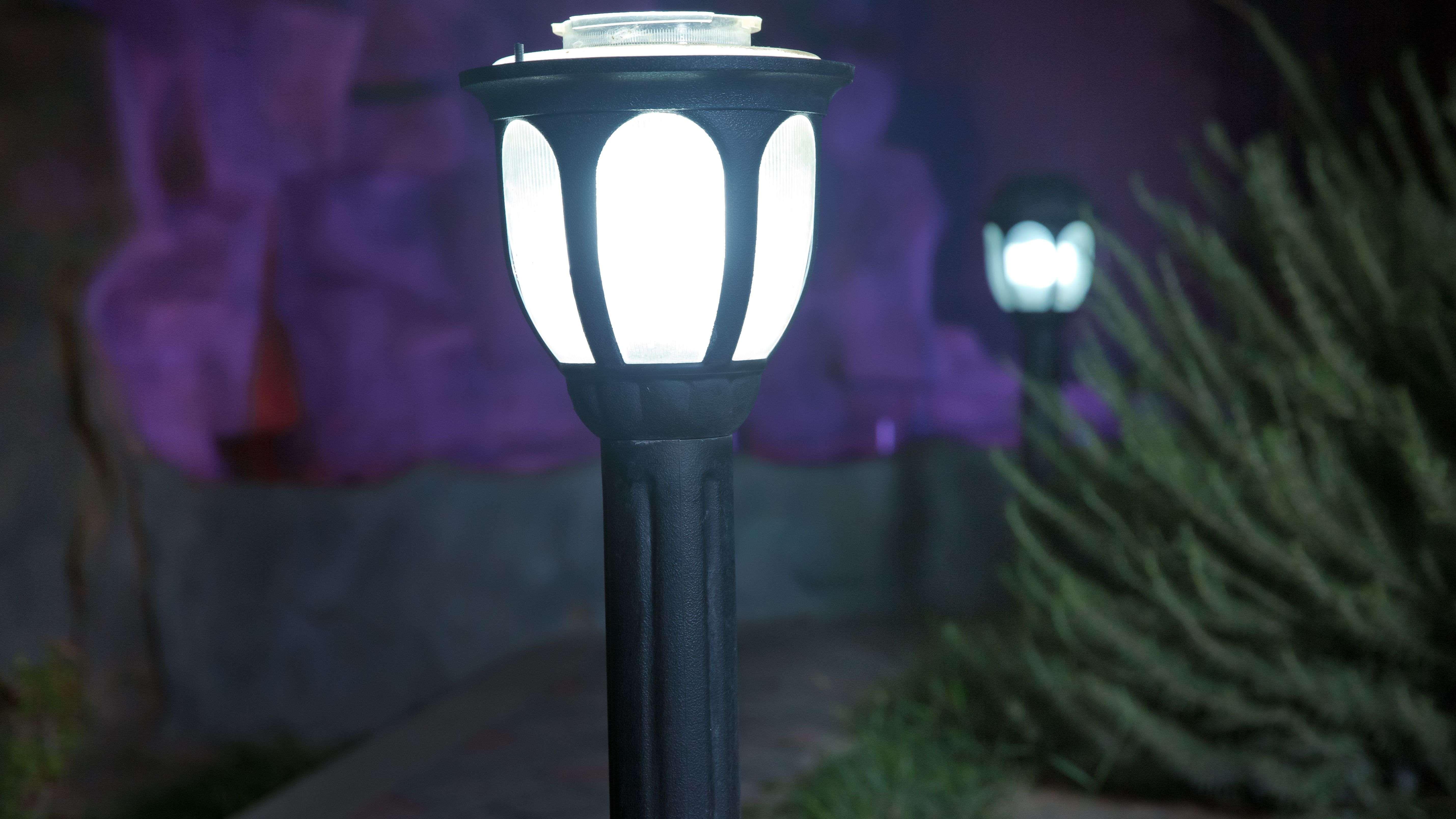 Come scegliere un lampione da giardino