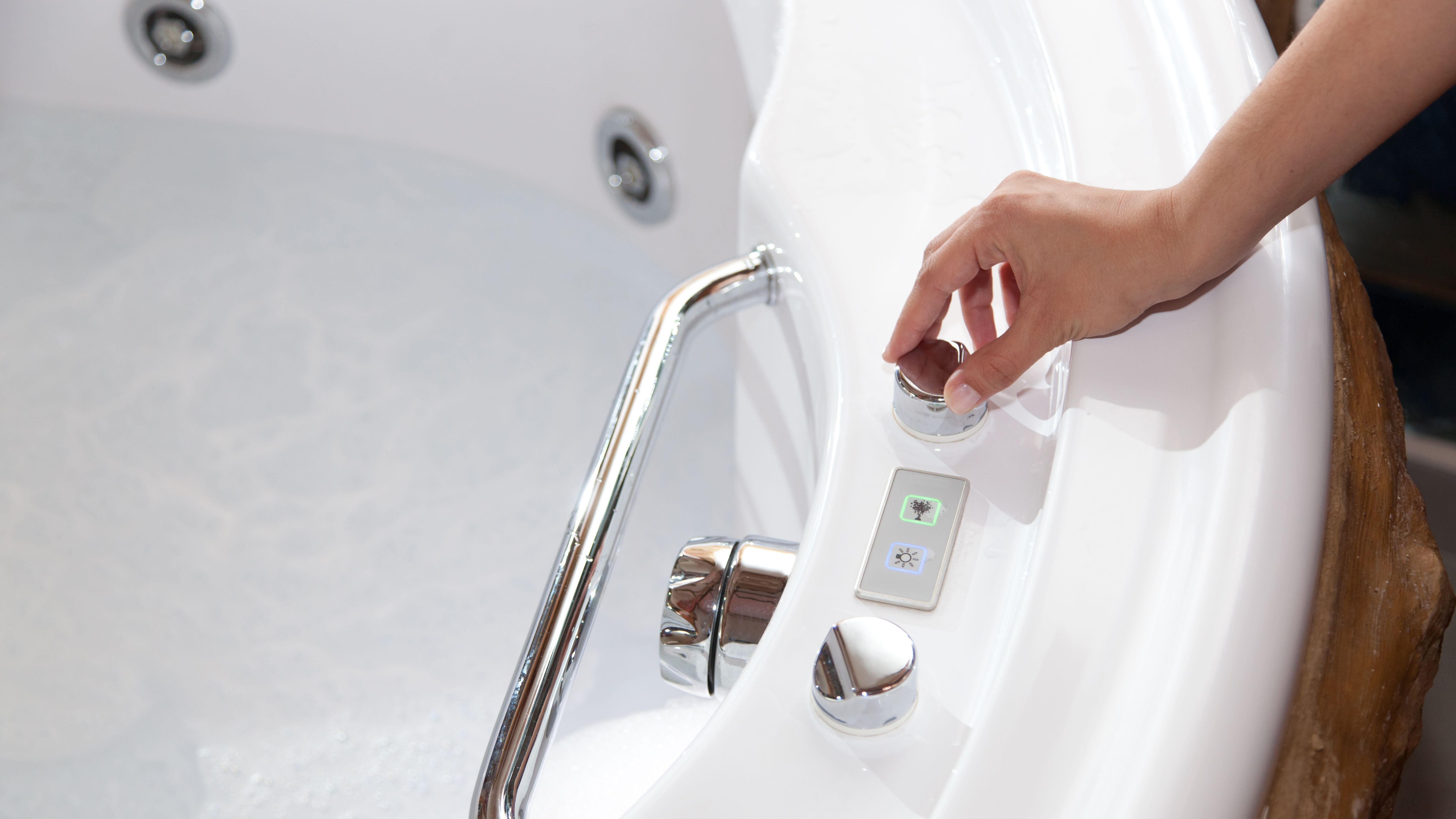 Vasca da bagno o vasca idromassaggio: scegliere tra bollicine e bagnoschiuma