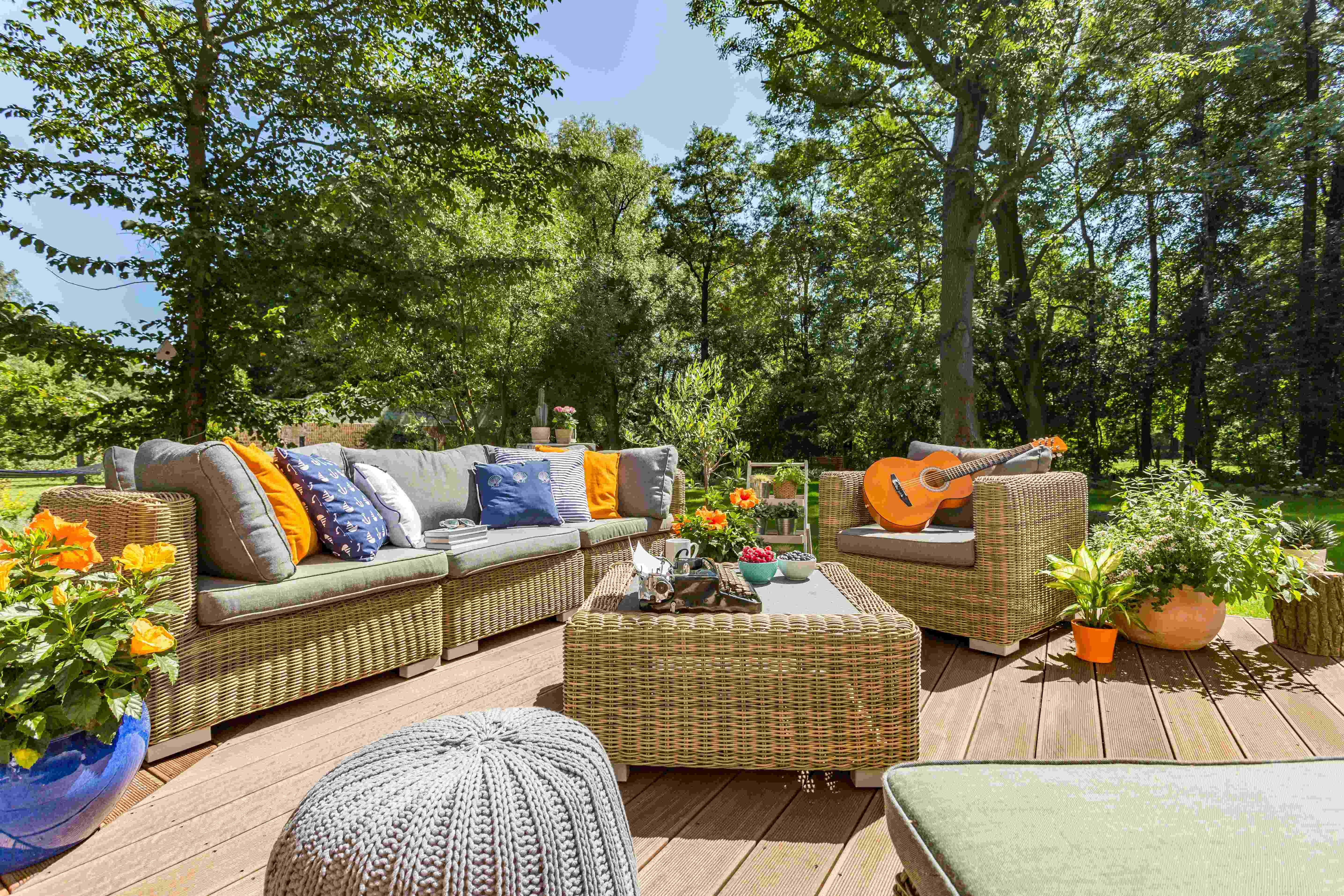 Garden landscaping, decor and style