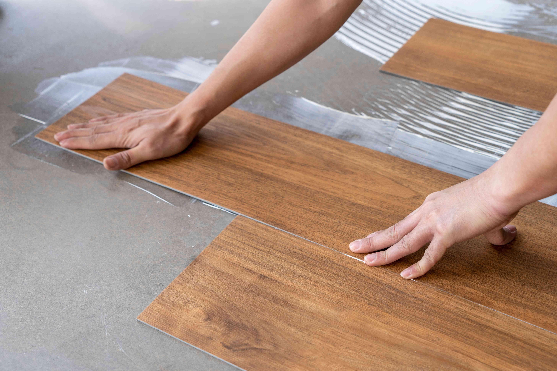 Comment poser  des lames ou dalles vinyle à clipser