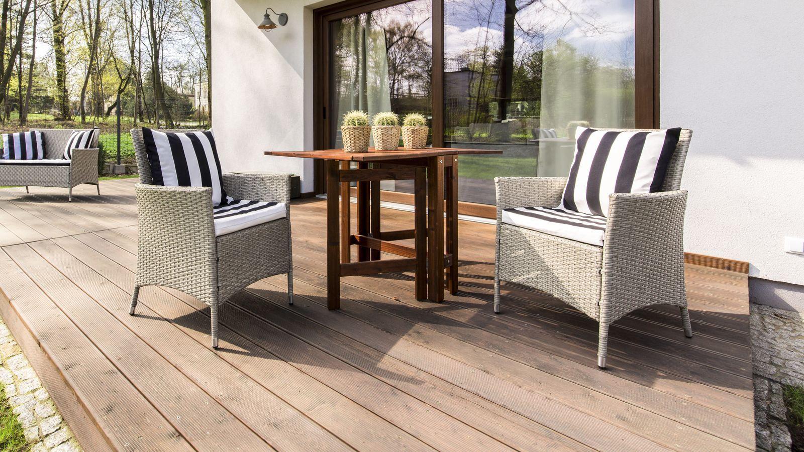 Come scegliere  poltrone e sedie da giardino con braccioli
