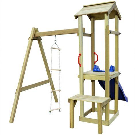 Parque infantil con tobogán y escalera de madera