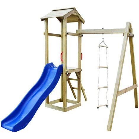 Parque infantil con tobogán y escaleras de madera