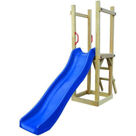 Parque infantil de jardin con tobogán y escalera madera de pino