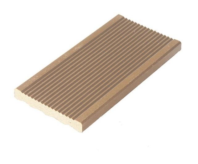 plinthe finition terrasse bois composite coloris beige. Black Bedroom Furniture Sets. Home Design Ideas