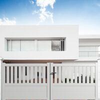 Portail coulissant aluminium en KIT Semi-ajouré Blanc