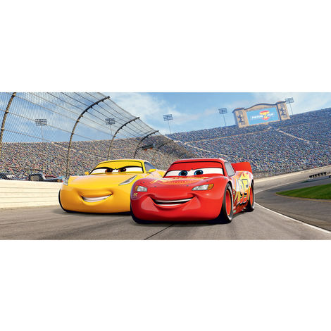Poster horizontal Cars Flash McQueen et cruz Ramirez sur la piste de Disney intisse 202CM X 90CM