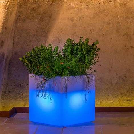Pot de fleurs en résine mod. Cube Carré avec Led