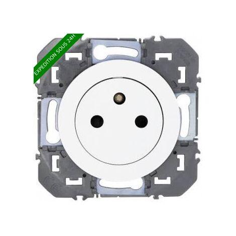 Prise de courant 2P+T Surface Dooxie Blanc ou Alu / Legrand