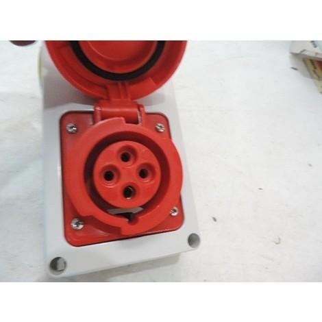 Prise socle 3P+T 16A femelle rouge 380-415V 50/60HZ 6H avec interrupteur de verrouillage encastré 155X115mm IP55 GEWISS GW66308