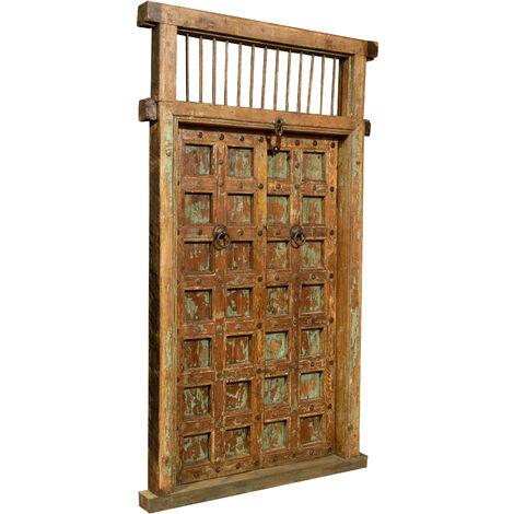 Puerta de madera maciza y hierro para uso interior o exterior antigua y medieval con marco
