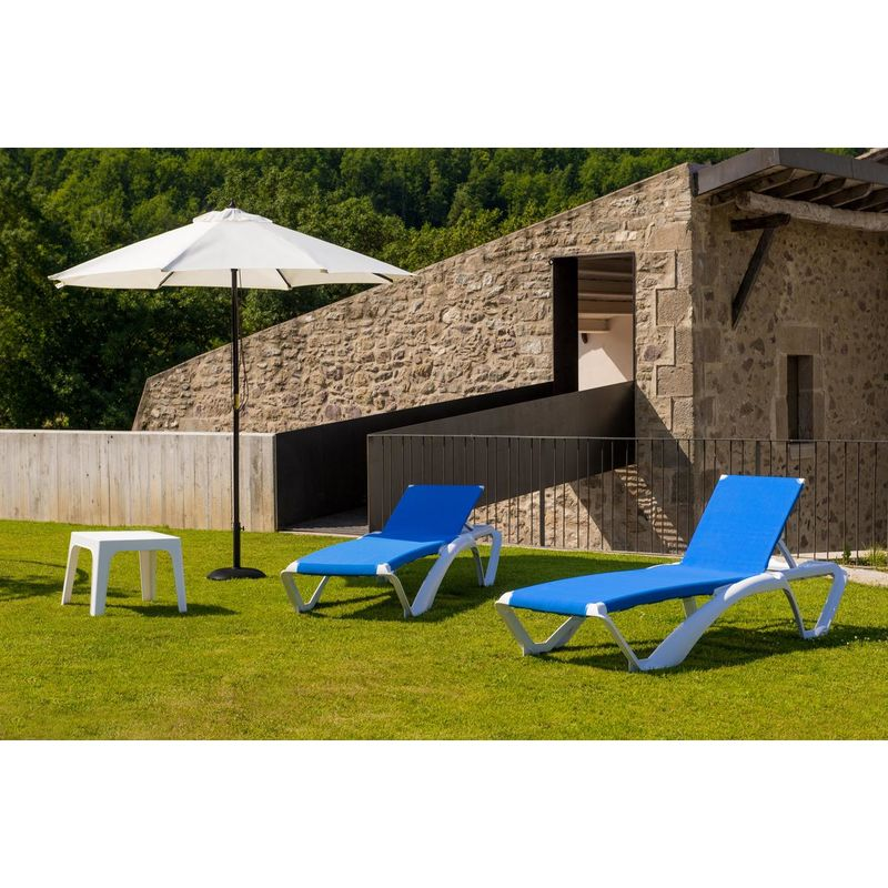 textilene Arena y 1 Mesa Auxiliar Andorra Resol Set de 2 tumbonas Acqua Estructura Blanca