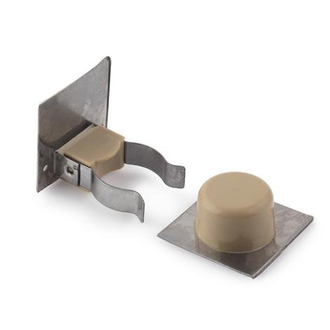 Retenedor de puerta con sujeción adhesivo marca REI, fabricado en plástico, con acabado crema y diseño clásico