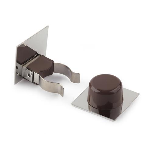 Retenedor de puerta con sujeción adhesivo marca REI, fabricado en plástico, con acabado marrón y diseño clásico
