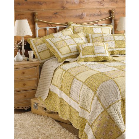 Riva Home Honeybee Bedspread