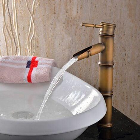 Robinet de lavabo antique en forme de bambou