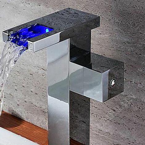 Robinet lavabo cascade à LED, une finition en laiton pour un style contemporain