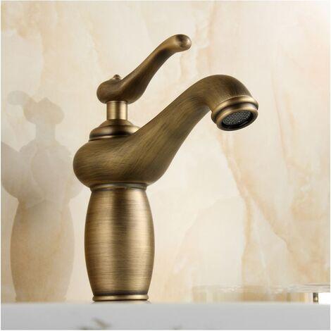 robinet salle de bain, finition en laiton pour un design antique