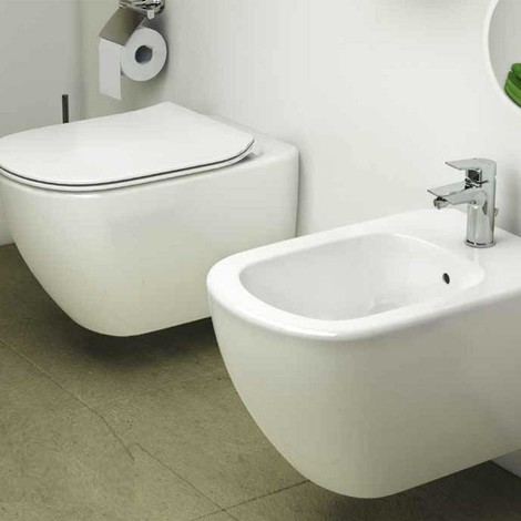 Sanitari Sospesi Ideal Standard AquaBlade Tesi wc, bidet e sedile slim con sedile soft close