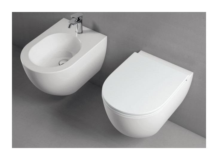 Sanitari sospesi senza brida ceramica azzurra comoda design moderno