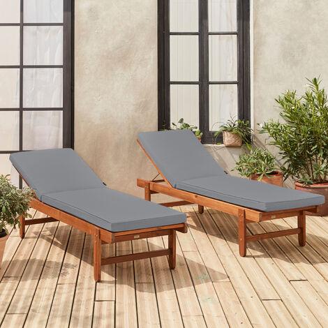 Set di 2 lettini prendisole in legno Acacia FSC – AREQUIPA – Lettini con cuscini grigi e ruote, multi-posizione
