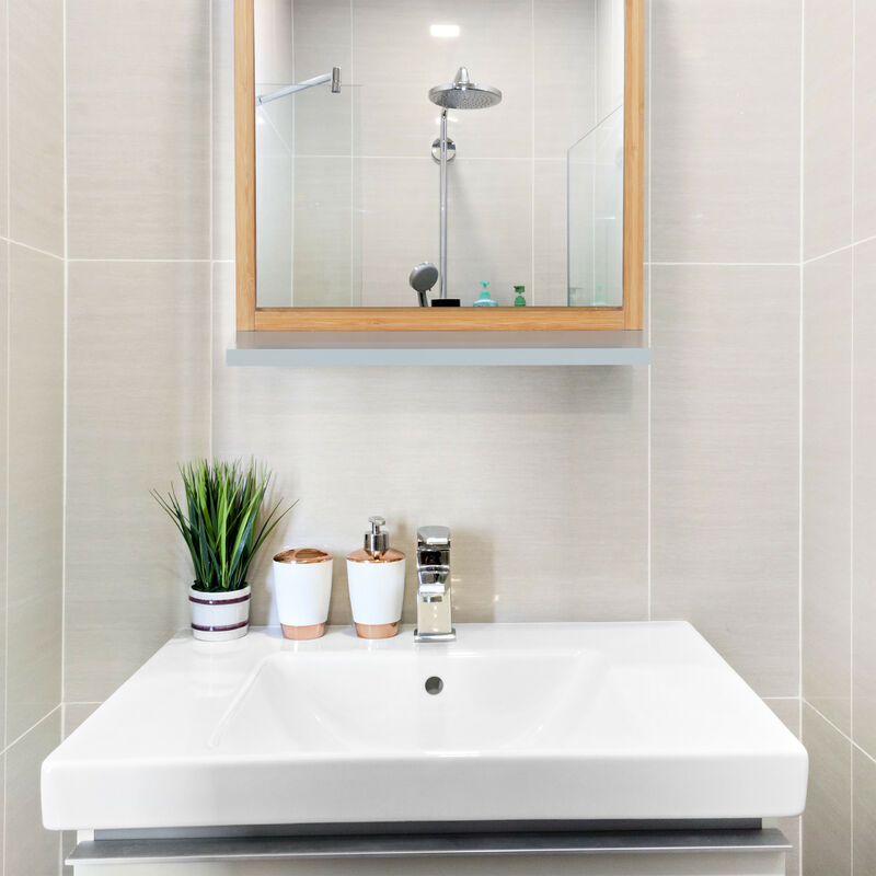 Accessori Bagno – Specchio Cm 51 X 50 Con Mensola. In Abs