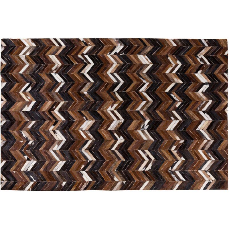 Tapis marron aux motifs à chevron 140 x 200 cm BALAT