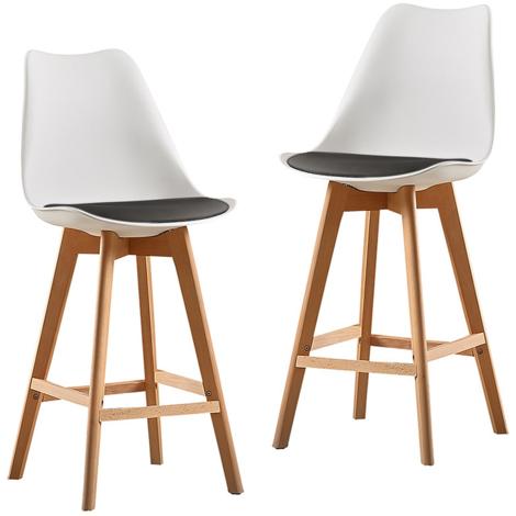 Un ensemble de deux chaises de bar de style scandinave à l'extérieur blanc-noir