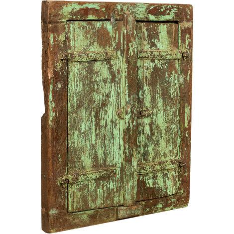 Ventana con marco de madera de teca maciza finamente restaurada