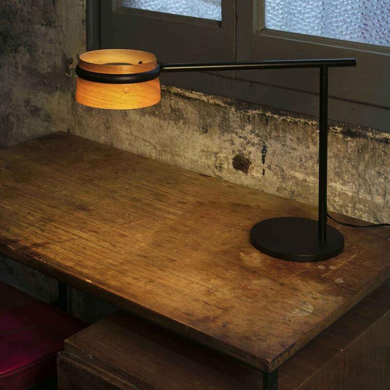 Click-licht.de - LED Tischleuchte Loop aus Holz und schwarzem Metall