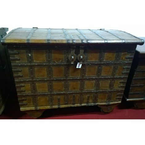 W108xDP65xH82 cm sized old wood and iron made treasure chest
