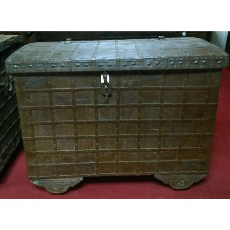 W124xDP77xH100 cm sized old wood and iron made coffer