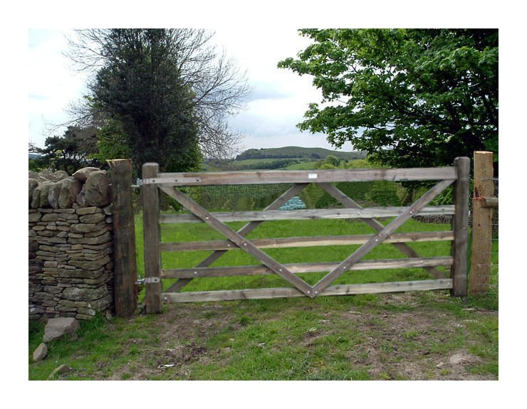 Wooden Diamond Braced 5 Bar Larch Wood Field Farm Fencing 10 Foot Gate With 2 X 8ft 6 X 6 Posts Plus Fixing Kit