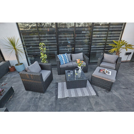YAKOE VANCOUVER 5 SEATER RATTAN CUBE SET IN BLACK WITH FITTING COVER